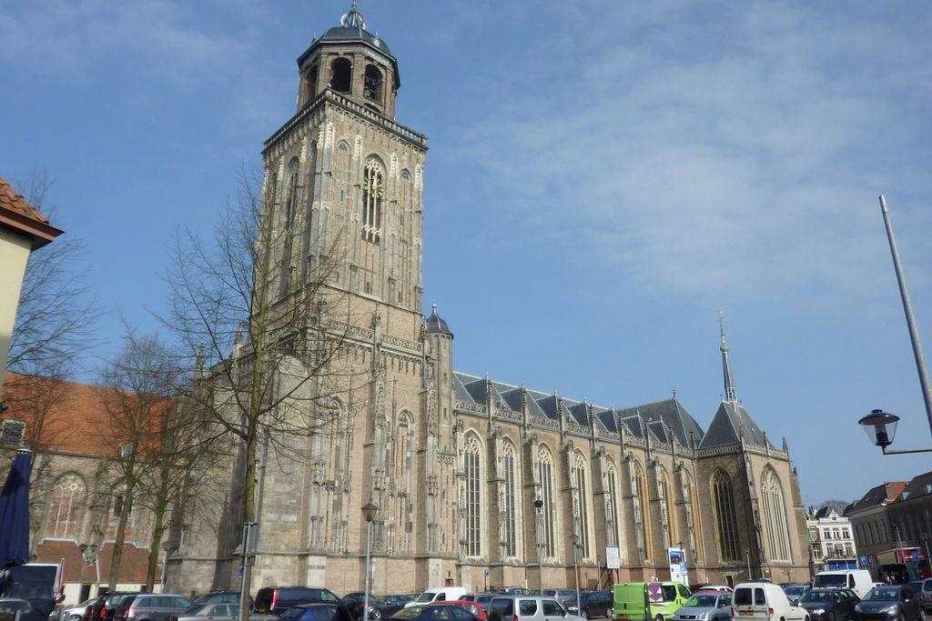 1024px-Lebuinuskerk2011a